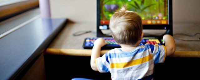 Российский психолог разрешил детям с двух лет пользоваться гаджетами