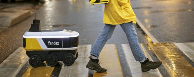 Робот-доставщик начал доставлять заказы пользователям «Яндекс.Еды»